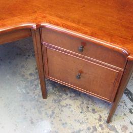 custom_corner_office_desk_detail