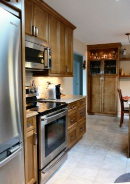 custom_kitchen_in_medium_brown_2