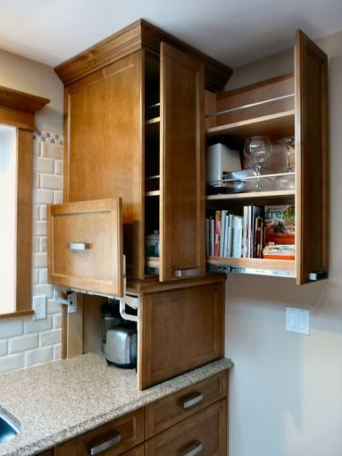 custom_kitchen_in_medium_brown_space_organization