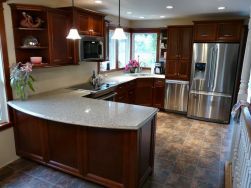 kitchen_in_maple_with_victorian_flat_panels